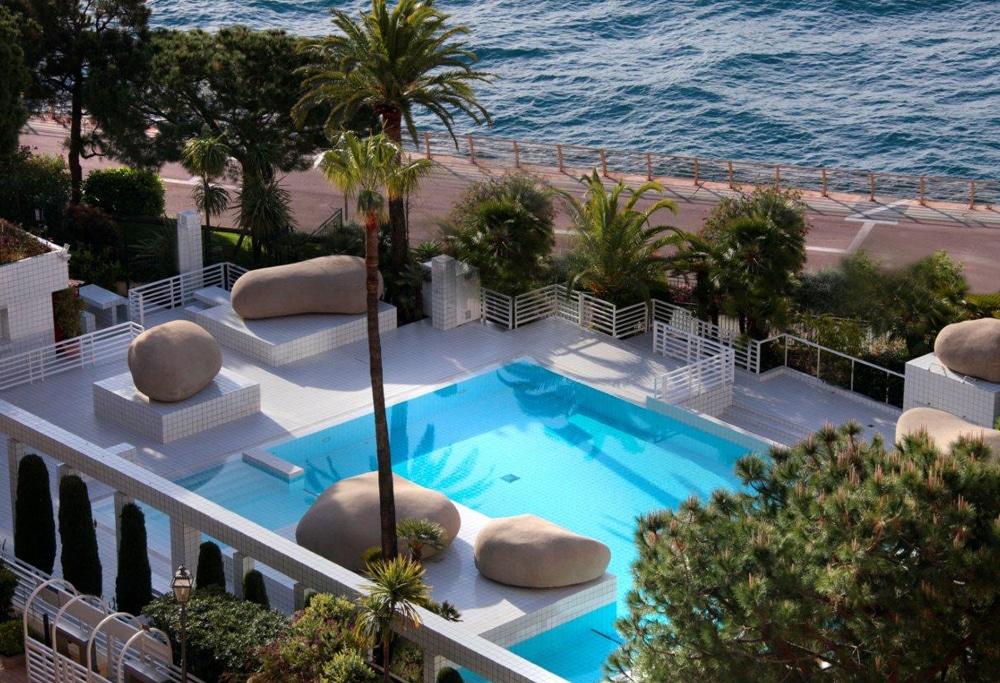 Columbus-Monte-Carlo-outdoor-swimming-pool